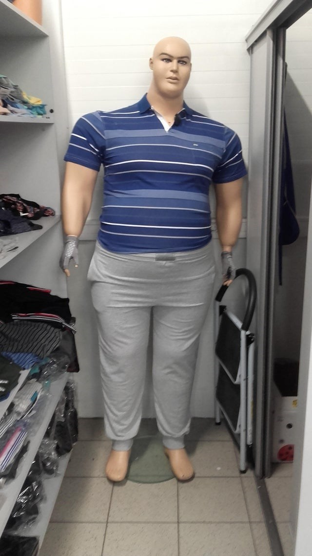 Clothing - absolute unit mannequin