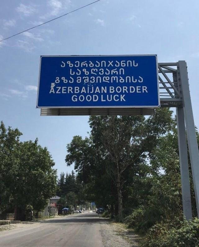 Street sign - US&35n 3% aa3nmanus AZERBAÍJAN BORDER GOOD LUCK