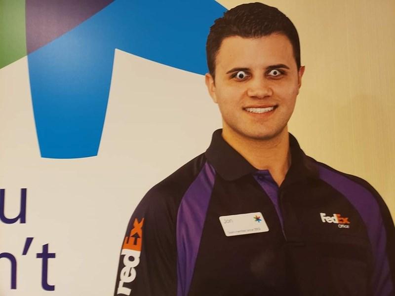 fedex - Forehead - u n't FedEx Jon Office onc