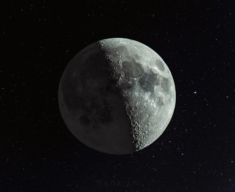 A photograph of a waxing crescent moon, illuminated 47.3%.