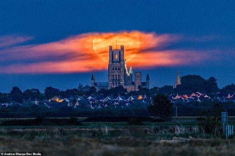 picture orange harvest moon rising behind church