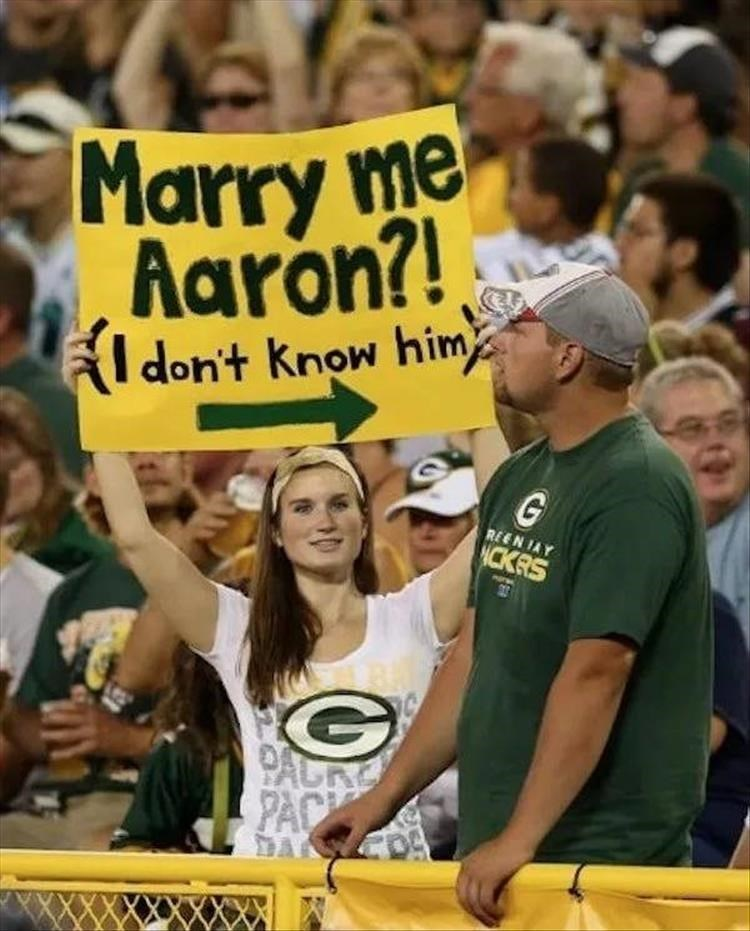 Fan - Marry me Aaron?! Fldon't know him REEN JAY NCKRS PACRE PACK DAC