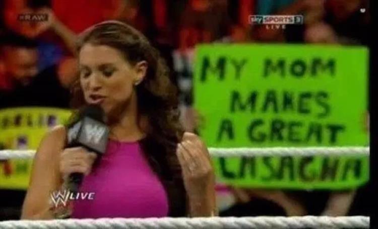 Professional wrestling - 75PORTS LIVE CRAW MY MOM MAKES A GREAT W LASAGHA WLIVE