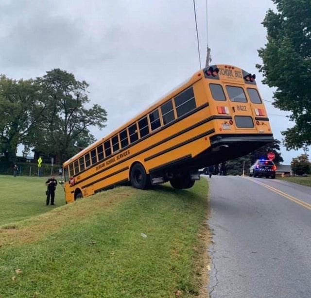 Vehicle - SCHOOL BUS 8422 ASOSER ICES