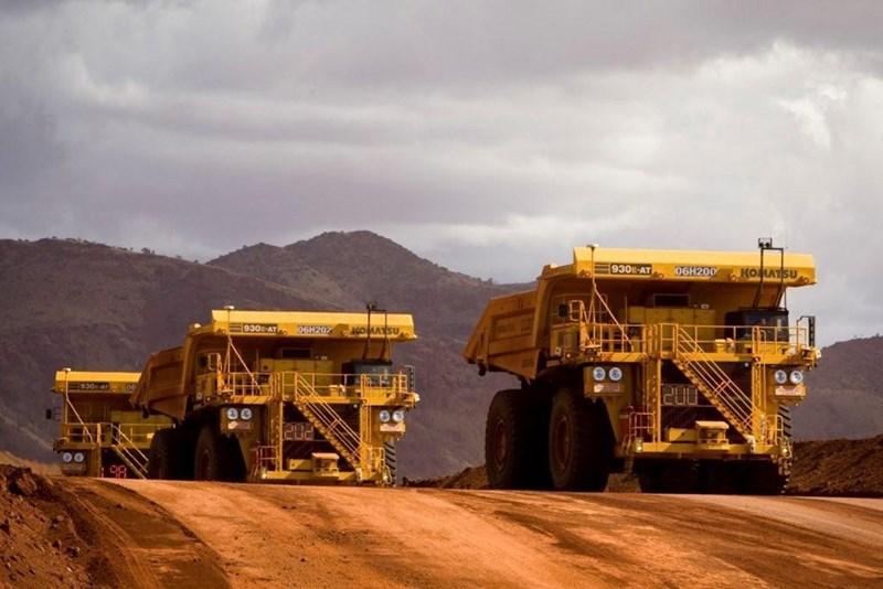 picture of two huge driverless trucks in australian desert