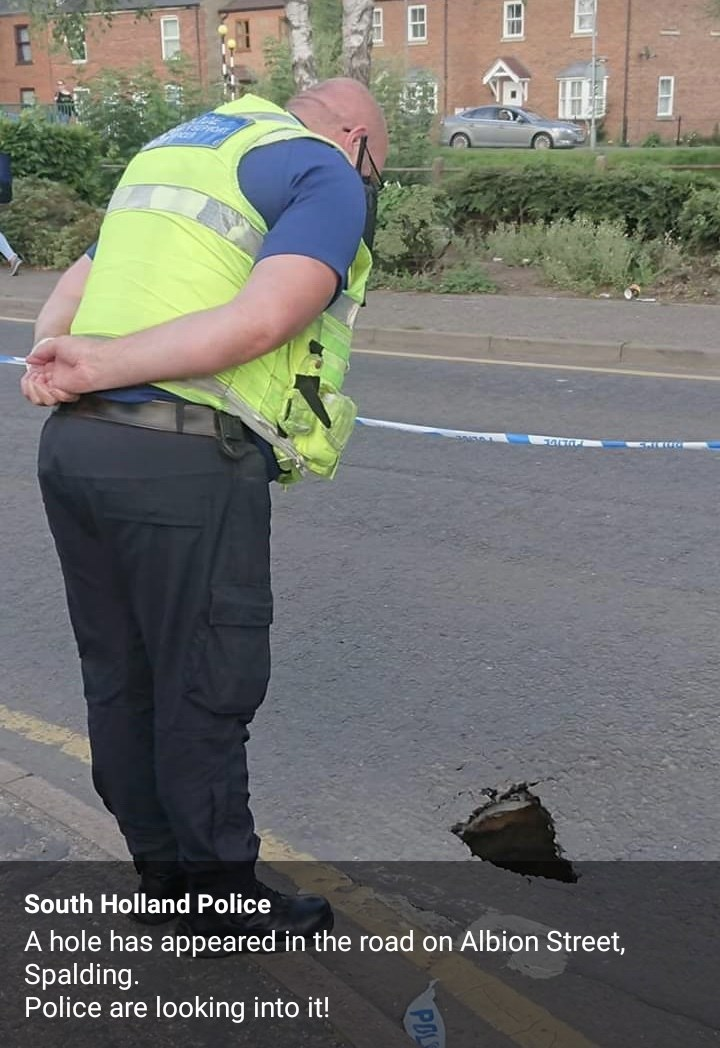 Asphalt - South Holland Police A hole has appeared in the road on Albion Street, Spalding. Police are looking into it! EL