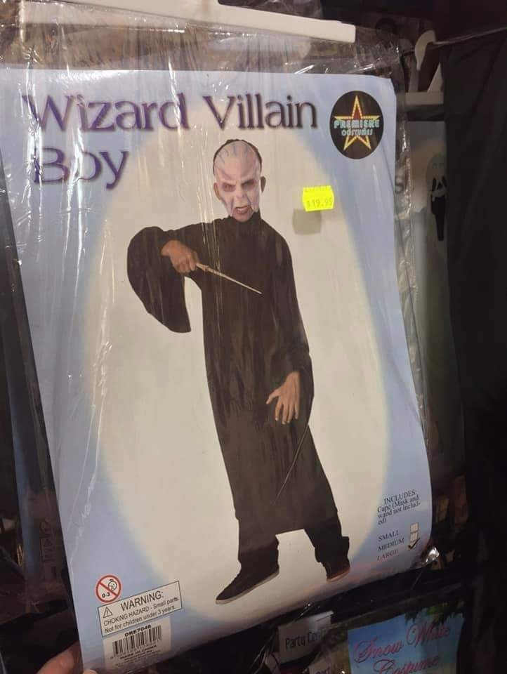 Action figure - Wizard Villain Bby PREMIERE ரிறப 19-99 INCLUDES Cape (Mask and wald ot inchad edi A WARNING CHOKING HAZARD-Smal parts Not for children under 3 years MALL MENUM LAROE DRET048 Party C