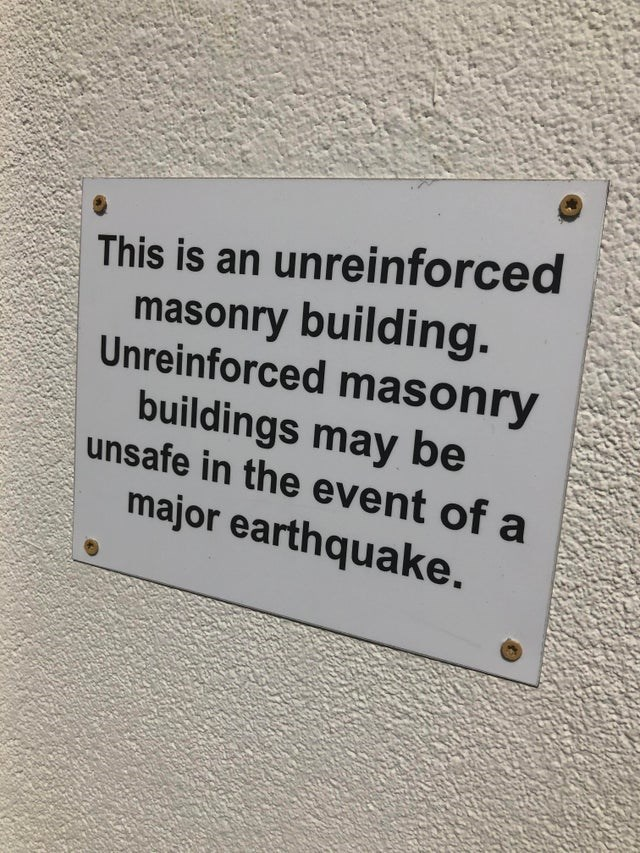 Text - This is an unreinforced masonry building. Unreinforced mason ry buildings may be usafe in the event of a major earthquake.