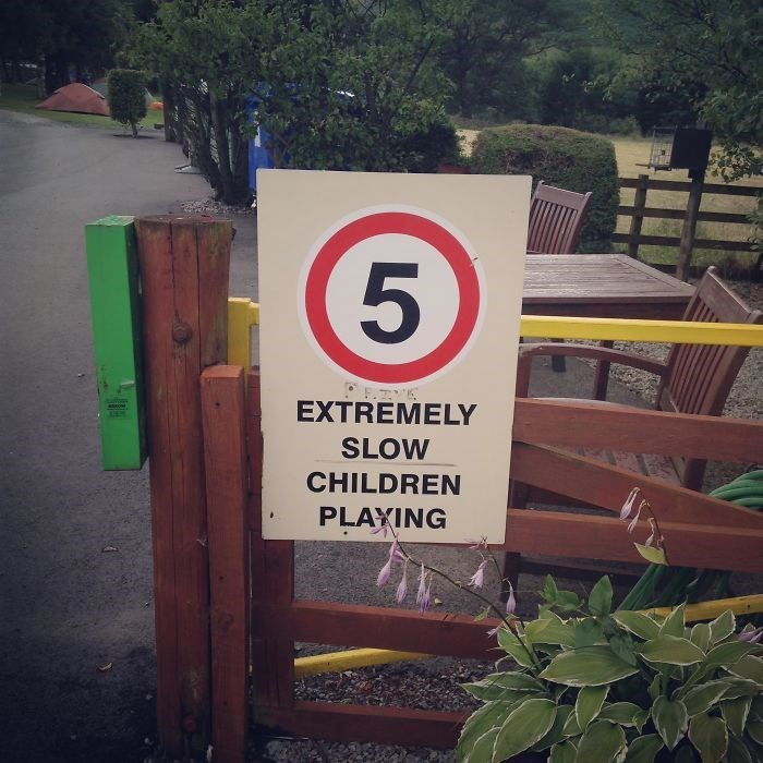 Sign - EXTREMELY SLOW CHILDREN PLAYING