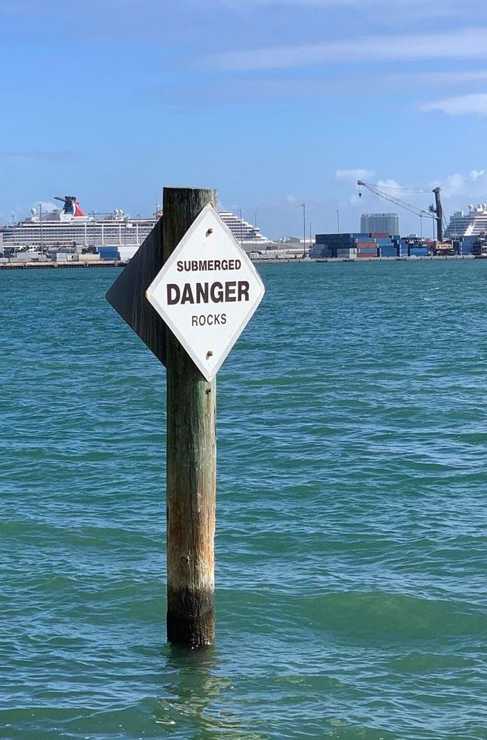 Water - SUBMERGED DANGER ROCKS