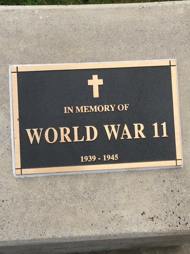Commemorative plaque - t IN MEMORY OF WORLD WAR 11 1939 1945