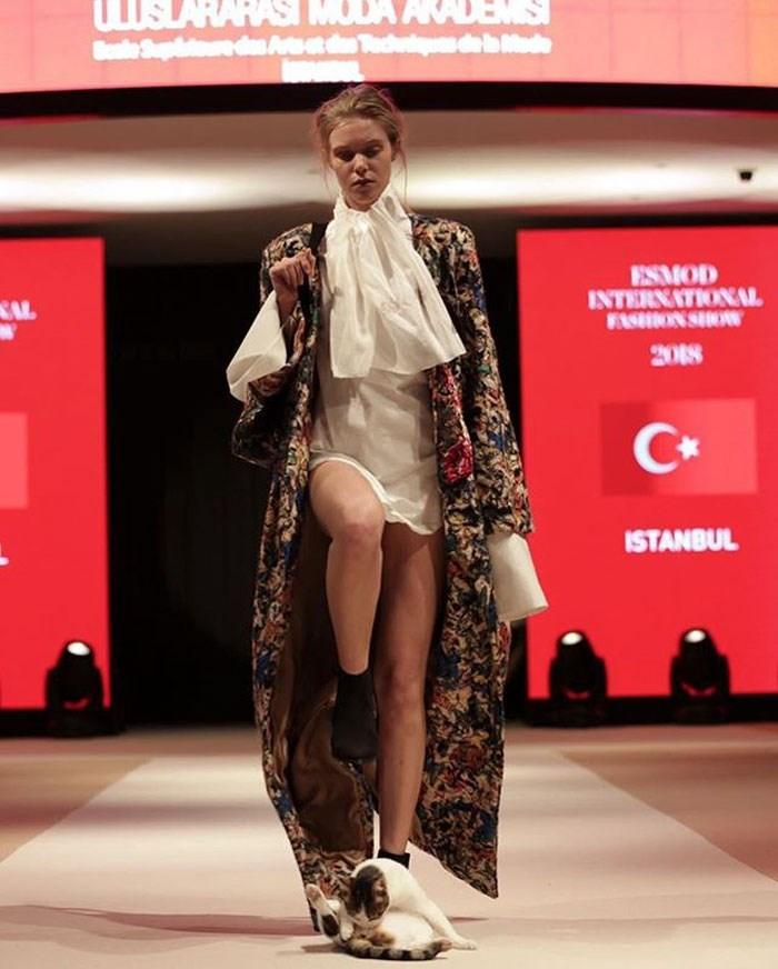 Fashion - USLARAHAS MODA AKADEMS Bale Suphie dan Atod bMade ESMOD INTERNATIONAL WSHION SHOW SAL 2018 ISTANBUL