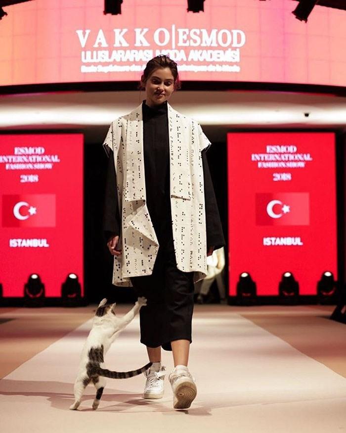 "Fashion - VAKKOESMOD wSLARARASNDA AKADEMIS Spre da adebde MOD INTERNATIONAL SMOD NTERNATIONAL 3088 3008 C+ ISTANBUL ISTANBUL . :.. .."" r.. ."