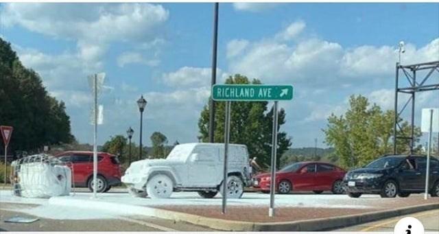 Vehicle - RICHLAND AVE