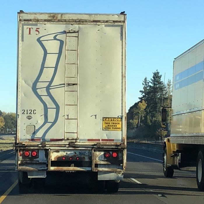 Transport - T5 212C CAUTION THIS TRUCK MAKES WIDE TURNS 9662-18