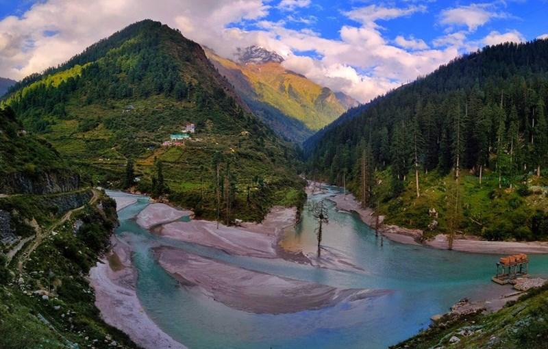 photo lake mountains Kheerganga india