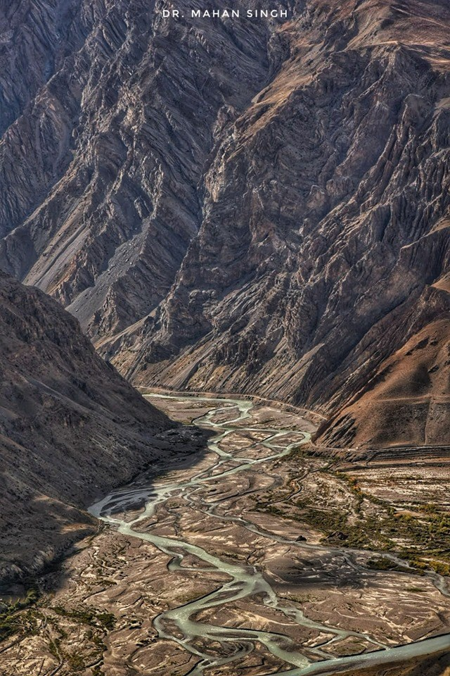 photo valley and winding rivers in valley bed spiti valley india