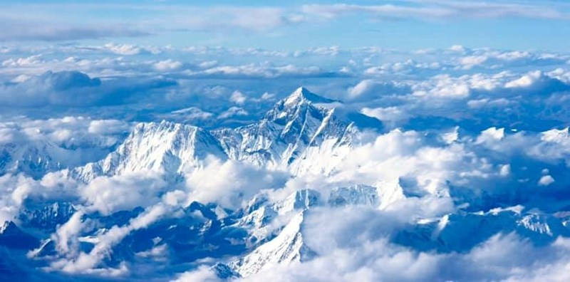 photo mt everest seen from the sky clouds around it blue himalayas
