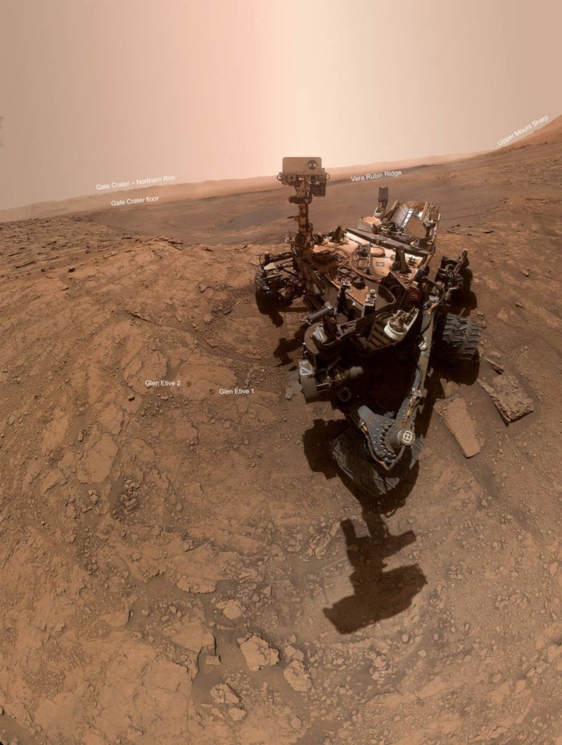 selfie of curiosity rover on mars in gale crater