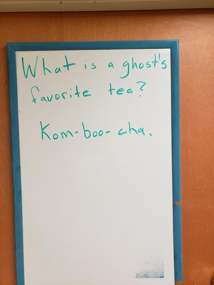 Text - Whot Thest's favorite tea? i s Kom-boo- cha