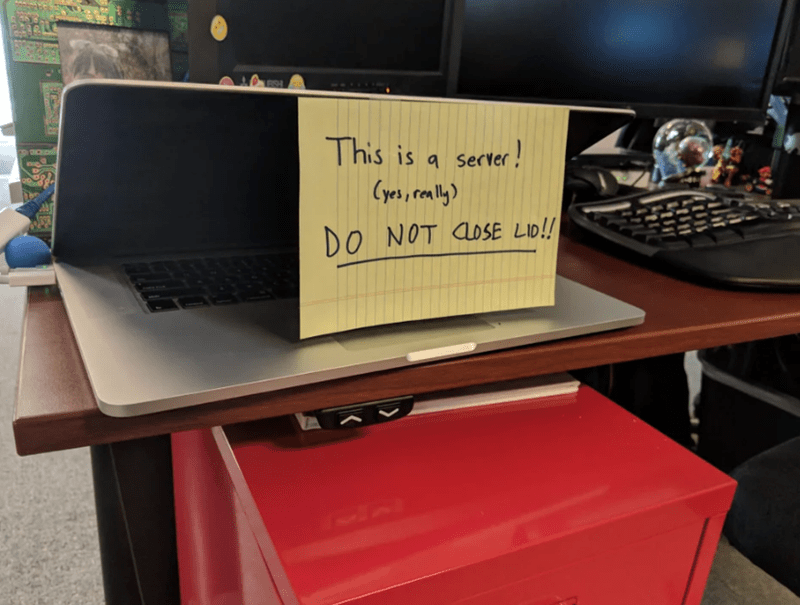 Desk - This is Server! DO NOT CLOSE LID!! K