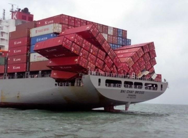 Container ship - Киss M 8WANJIN Киnт KLIN KLIN BAI CHAY BRIDGE