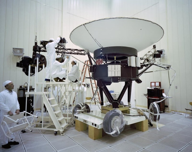 photo of engineers in white suits working on voyager 2 in 1977