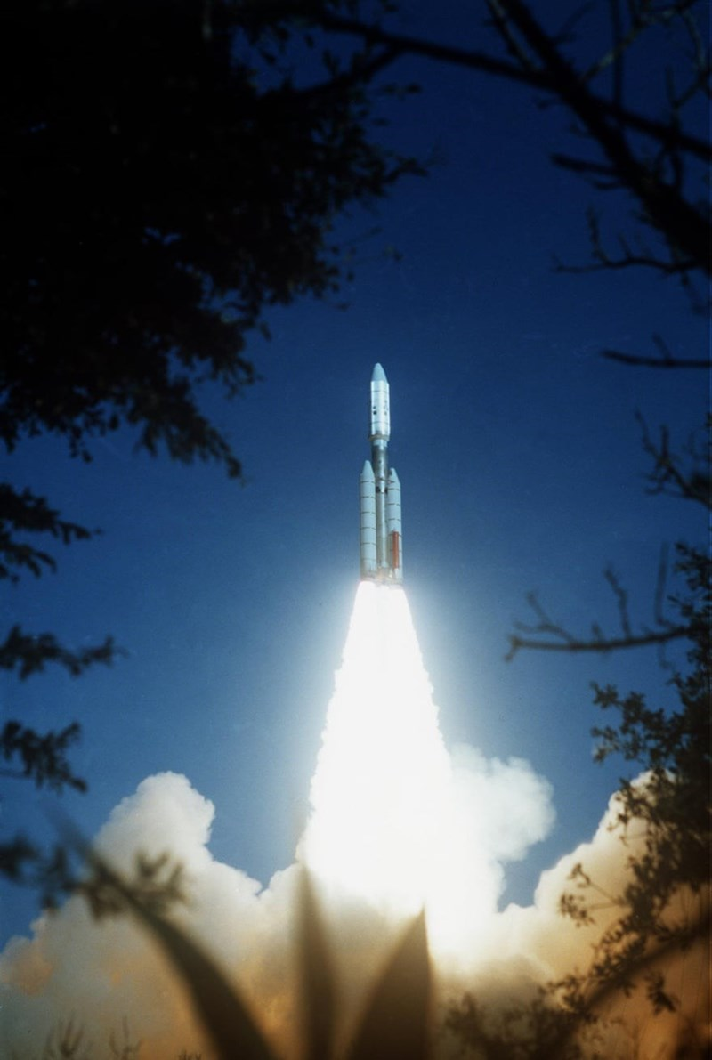 image of voyager 2 launching in 1977