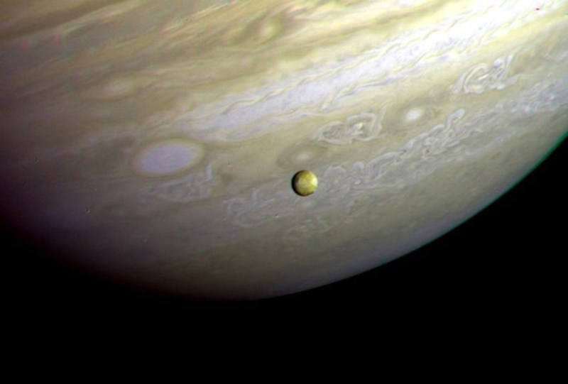 photo of io moon in front of jupiter taken by voyager 2