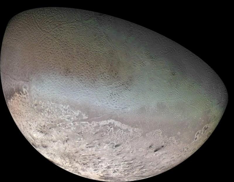 photo triton neptune's biggest moon covered in nitrogen frost