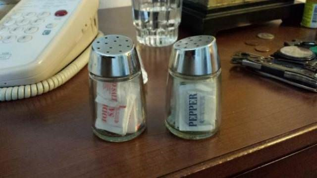 Salt and pepper shakers - 98ALES PEPPER