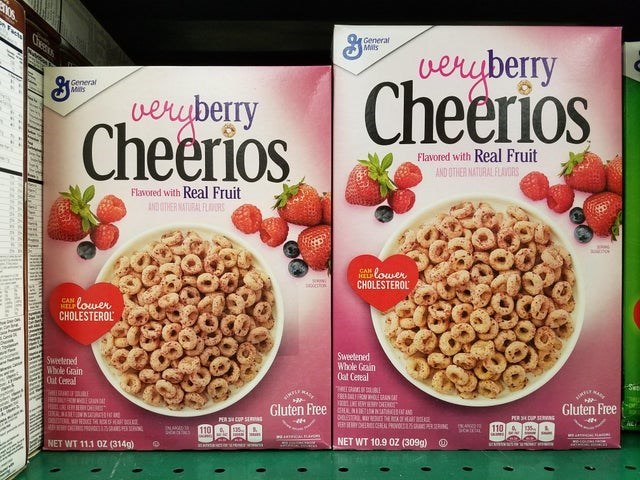 Food - General Mits Ches eчberry Cheerios General Mils vereberry Cheerios Flavored with Real Fruit AND OTHER NATURAL FLAVDRS Flawored with Real Fruit AND STHER ATURAL FLS N LOwer CHOLESTEROL CAN CAwer HELP CHOLESTEROL Sweelened Whole Grain Oat Cereal Sweetened Whole Grain Out Ceseal Mr L ONCAL मम् Gluten Free Gluten Free S DEE PERSEDUP SNG PER CUP SERS 110 Y CEELPROVO R 110 NET WT 10.9 0Z (309g) NET WT 11.1 0Z (314g)