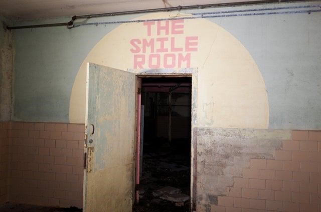 Wall - THE SMILE ROOM