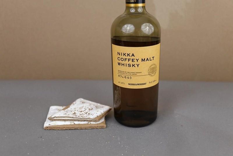 Bottle - WHISKY NIKKA COFFEY MALT WHISKY oouese D BY THE NIKKA WHISKY ILLING CO.LTD, 1AFAN カフェモルト ウイズキー alc.45% NIKKAWHISKY