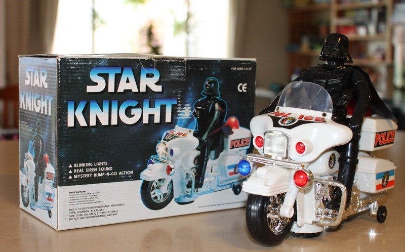 Vehicle - STAR KNIGHT FOR AES STAR CE KNIGHT POLILE POLICE A BLINKING LIGHTS REAL SIREN SOUND LE A MYSTERY BUMP-N-GO ACTION ECAUTION uSE 4 18 VOLTS BATERIES NOT NCLUDED THPE CARBON ALKALINE s 2 AA UM 2eC Ue bO NOT USE RECHARGEARLE BATrTERY