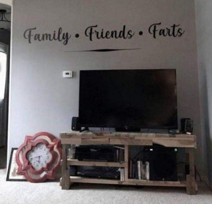 Room - Family Friends. Farts