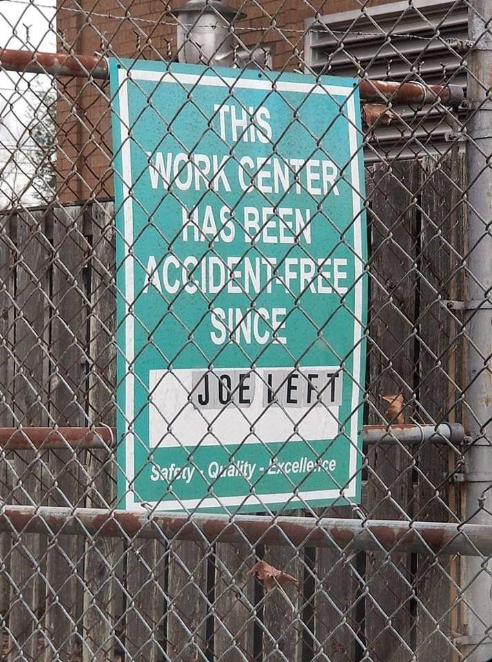 Wire fencing - WORK CEN ER KAS BEEN ACCIDENT-FREE SNCE ACE LEFT Safray Qrality-Excelle:ce