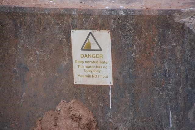 Text - DANGER Deep aerated water This water has no buoyancy You will NOT float