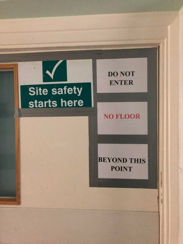 Text - DO NOT ENTER Site safety starts here NO FLOOR BEYOND THIS POINT