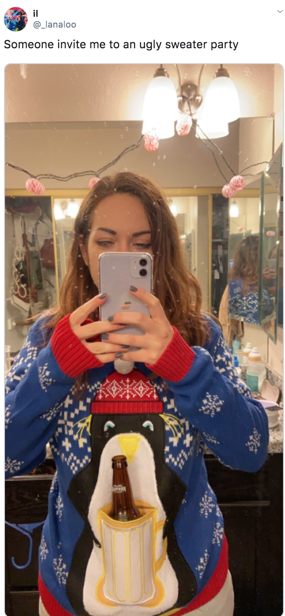 Selfie - il @_lanaloo Someone invite me to an ugly sweater party