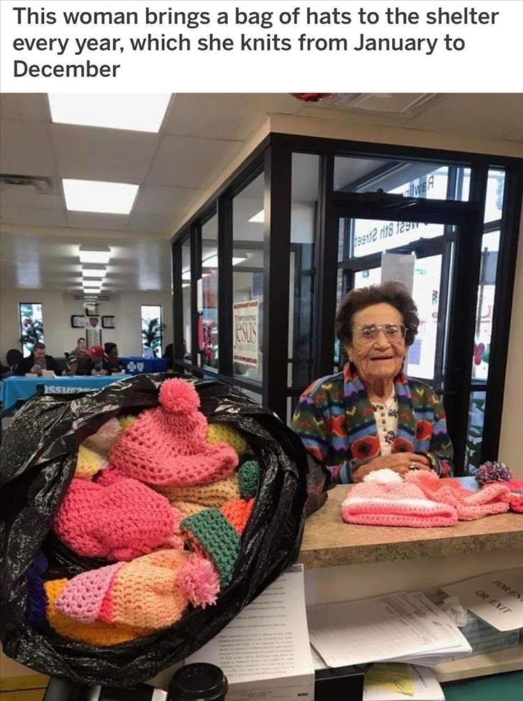 Textile - This woman brings a bag of hats to the shelter every year, which she knits from January to December 99nt2 r18 T25 FOR EN OP EIIT