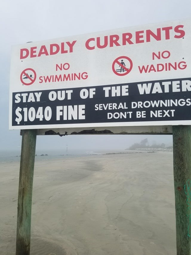 Signage - DEADLY CURRENTS NO NO SWIMMING WADING STAY OUT OF THE WATER $1040 FINE SEVERAL DROWNINGS DON'T BE NEXT