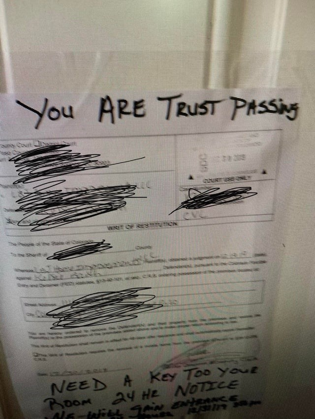 Text - You ARE TRUST PASSNG g NRITCF ESEUON e he Sai NEED A Key Too You ROOM 24 HE NOICE