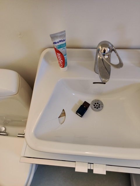 Sink - MaxWhite Colgate