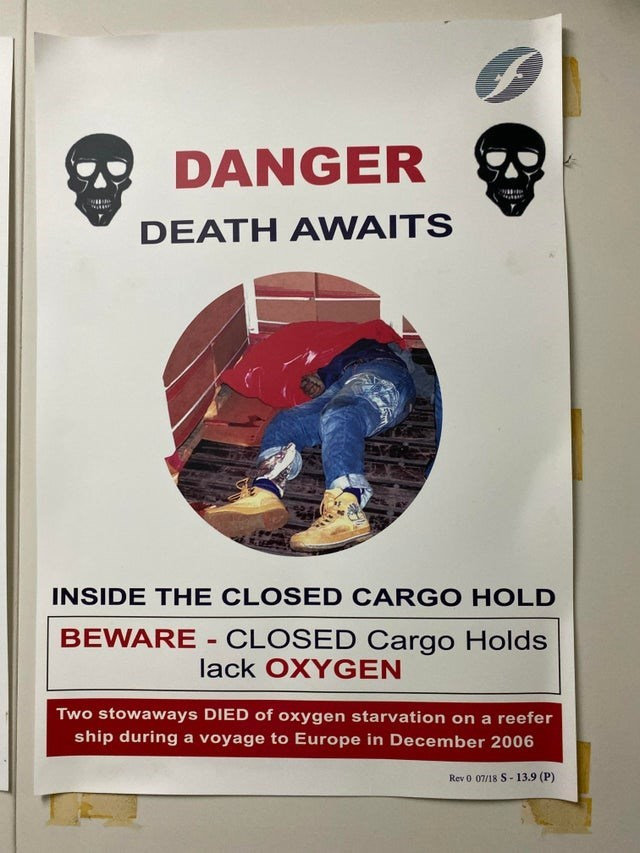 Text - A DANGER DEATH AWAITS INSIDE THE CLOSED CARGO HOLD BEWARE - CLOSED Cargo Holds lack OXYGEN Two stowaways DIED of oxygen starvation on a reefer ship during a voyage to Europe in December 2006 Rev 0 07/18 S-13.9 (P)