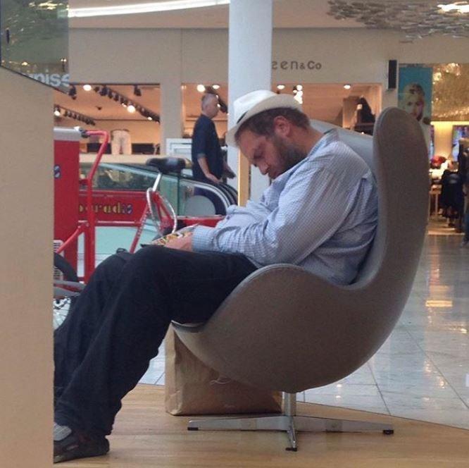 Sitting - гenаCo nise