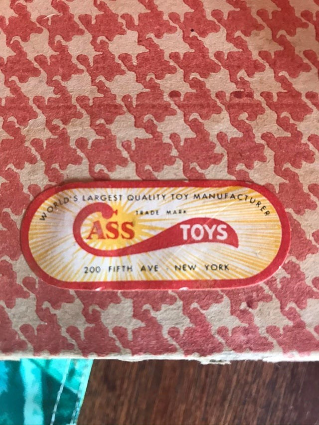 Text - W ORLD'S LARGEST QUALITY TOY MANUFACTURE TRADE MAR ASS TOYS NEW YORK 200 FIFTH AVE