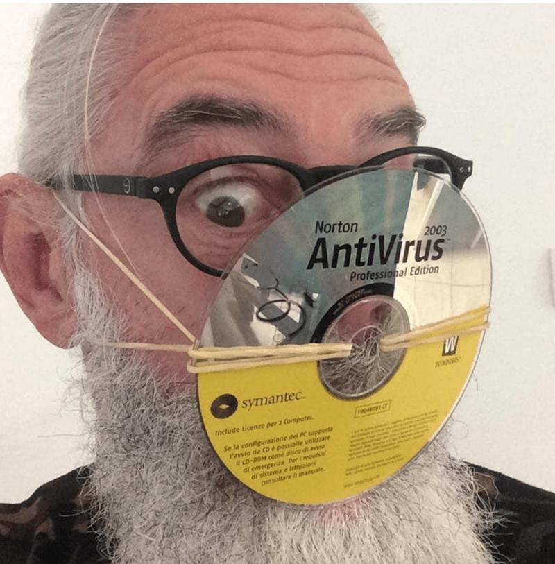 Face - Norton AntiVirus 2003 Professional Edition symantec. Include Licenre per 2 Computer. re04791-4T Se la configurazione del AC supporta l'avvio da CD é possibile utilace l CD-ROM come disco di awo di emergenza Per i requisit di sistema e istnizioni consultare l manuale.