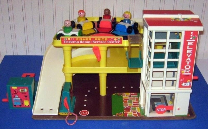 Toy - OOO FISHER PRICE Parking Ramp- Service Center OCS STOP GAS STOP