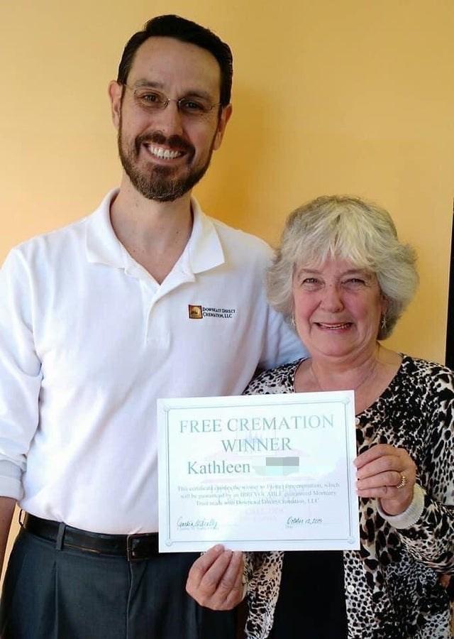 Award - foowsanDasct CATOKLLC FREE CREMATION WINNER Kathleen Thi coi de , h a ALI d Mowir